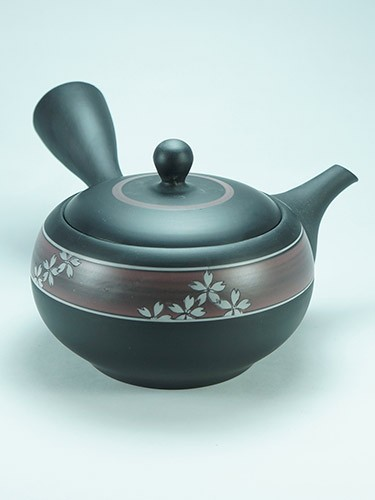 Kuro Sakura black tea pot