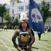 "🇬🇧 A friendly samurai today at the 30th edition of the ""Hundred-Member Gun Squad Fair"", a group formed by Tokugawa Ieyasu shogun to protect Tokyo (formerly Edo). This festival only takes place every 2 years ✌️ 🇫🇷 Un sympathique samouraï aujourd'hui à la 30em édition du festival de ""l'Escouade des 100 soldats munis d'arme à feu"", groupe formé par le shogun Tokugawa Ieyasu afin de protéger Tokyo (autrefois appelé Edo). Ce festival n'a lieu que tous les 2 ans 📝 . . #Tokyo #Japan #Samurai #Japon #Samourai #JapanCulture"